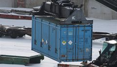 Britští přístavní dělníci nalezli v lodním kontejneru z Belgie 35 lidí
