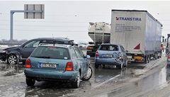 Sněžení ustoupilo, na silnicích se ale místy tvoří jazyky