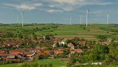 Krajané v rumunském Banátu nemohou spát, trápí je bolesti hlavy kvůli větrným elektrárnám