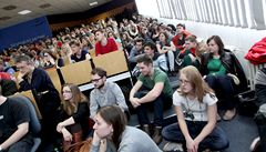 Vysokoškoláci očekávají nástupní platy nad 20 000 a rychlou kariéru