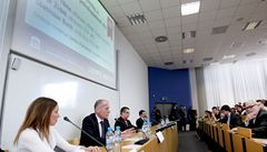 Debata LN: experti v čele s Tůmou řešili chyby Česka v minulosti