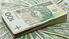 Štědrý bankomat dával dvakrát víc peněz, ty klientům možná zůstanou