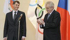 Prezident Zeman a předseda ČOV Kejval podepsali přihlášku do Soči