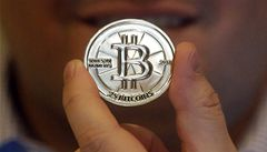 Přicházejí první bankomaty na virtuální měnu. Za peníze dají bitcoiny