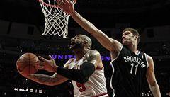 Chicago zdolalo v play off NBA Brooklyn až po třetím prodloužení