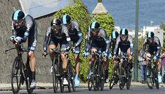 Giro vede po triumfu Sky v časovce italský nováček před Wigginsem