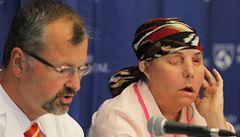 Žena, které Pomahač transplantoval obličej, vystoupila před média