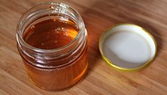 Med od Pošumavské včeličky pocházel z Číny. Prodejci hrozí milionová pokuta