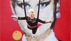 Pyrotechnika a létající zpěvačka. To byl koncert P!nk v pražské O2 areně