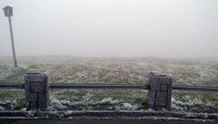 Pozor na vánoční cesty. Dopravu komplikuje mlha i nárazový vítr