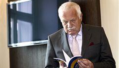 Klaus představil svou novou knihu. Věnuje se sporům o privatizaci