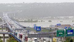 Radnice zažalovaly hlavní město. Kvůli Pražskému okruhu a dráze na letiště