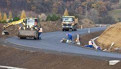 Zdrží se výstavba? Sesuv půdy zavalil rozestavěnou dálnici D8