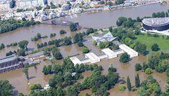 A zase déšť... Tucet nejdůležitějších zpráv osmého dne povodní