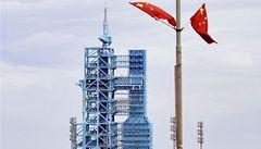 Čína úspěšně poslala do vesmíru tři kosmonauty, podruhé ženu