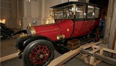 Dědeček automobil. V Olomouci vystavují nejen historické vozy