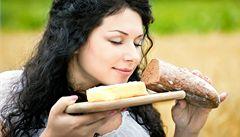Nový trend? Domácí chleba, vejce i komunitní zahrádky
