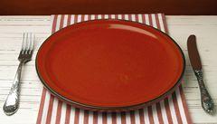 Barva jídelního servisu může ovlivnit chuť jídla