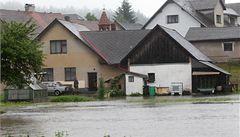 Vydatný déšť si zřejmě vyžádal jednu oběť. České řeky se ale uklidňují