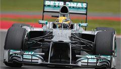 Hamilton doma zazářil, ovládl kvalifikaci Velkou cenu Británie