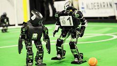 Číšníci i fotbalisté. Roboti soutěžili na mistrovství světa