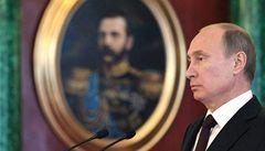Putin chodí vždycky pozdě. Čekat nechal papeže i královnu