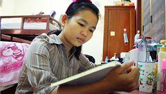 Nechtějí jen rodit děti. Studentky v Kambodži sní o vlastní firmě