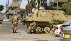 Cesta do Egypta: toxický vzduch, líní úředníci i tanky v ulicích
