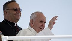 Papež kontroloval vatikánské garáže. Hledal tam luxusní auta