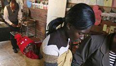 Drahý porod. V Zimbabwe žena platí za každý výkřik pět dolarů