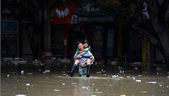 Západní Čínu sužují nejhorší povodně za 50 let