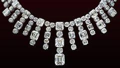 Z výstavy šperků v Cannes ukradli exponáty za miliardu korun