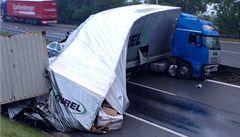 Na dálnici D1 havaroval kamion, kolony na Brno mají být až do oběda