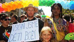 'Všichni jsme děti boží.' Prahou prošel duhový pochod homosexuálů v čele s Putnou