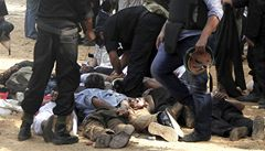 Krvavá bilance jediného dne. Egypt počítá mrtvé na stovky