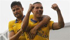 Podolski zařídil vítězství Arsenalu, nastoupil i Rosický