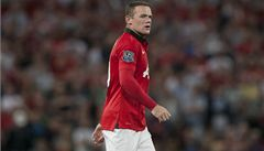 Rozhodni se do 48 hodin, vzkázal Mourinho Rooneymu