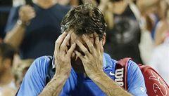 Federer překvapil New York. Hladce prohrál v osmifinále s Robredem