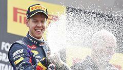 Suverén Vettel. Vyhrál pátý závod v řadě, titul ale ještě nemá