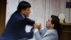 Po rvačce poslanců přicházejí trestní oznámení. Od obou aktérů