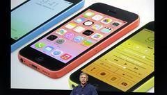 Apple představil iPhone 5C, je levnější a barevnější