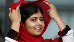 Cenu převzala pákistánská dívka Malalaj, kterou zranili extrémisté