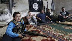 Místo knihy zbraň. Počet dětských vojáků v Sýrii roste