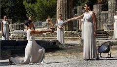 Hry v Soči se blíží. V Řecku byla zapálena olympijská pochodeň