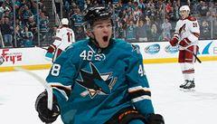Usměvavá dětská tvář okouzlila NHL. Hertl v San Jose září