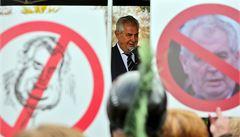Nechci rady bonmotáka, protestovali v Dobříši proti návštěvě Zemana