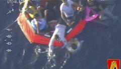 U Sicílie ztroskotala další loď s imigranty: zahynuly desítky lidí, mezi nimi i děti