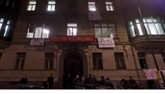 Policie zadržela 33 squatterů. Obsadili 'ministerský' dům v Praze