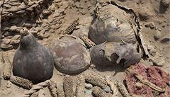 Vědci v Peru našli dvě nepoškozené mumie staré přes tisíc let
