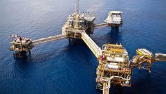 Británie zablokovala prodej ropných polí ruským oligarchům